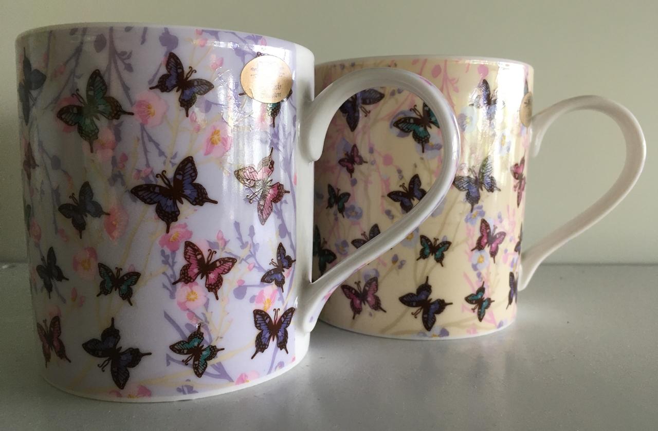 Mok met vlinderopdruk